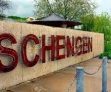 Xin visa Schengen có bảo lãnh được miễn giấy tờ không?